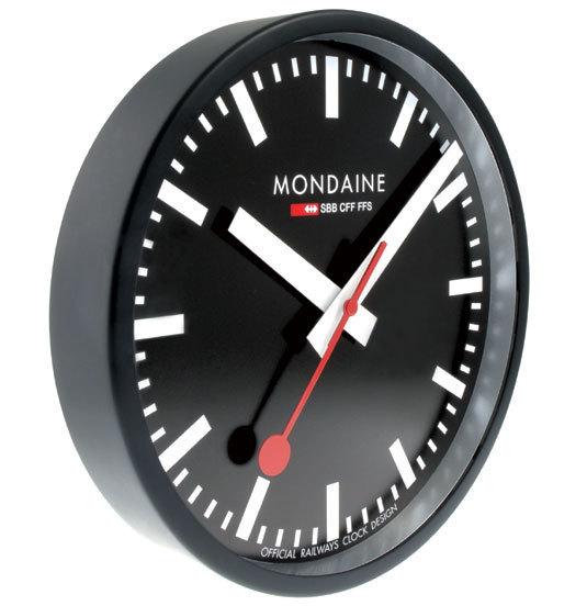 L'horloge Mondaine s'invite chez vous
