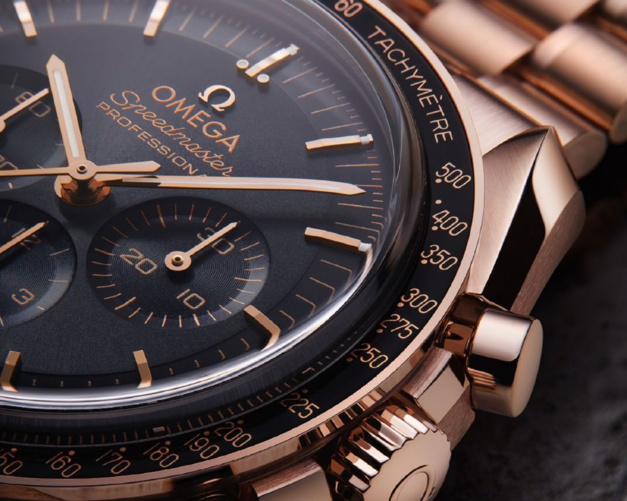 Omega Moonwatch Master Chronometer or sedna