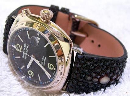 Un bracelet en galuchat avec perle centrale pour une Panerai