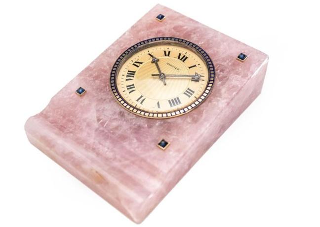 Old Time Heure : une pendulette Cartier en quartz rose de toute beauté