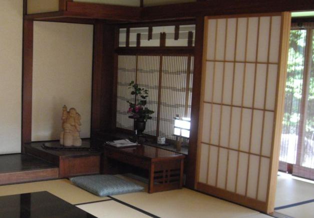 Paroi mobile en papier washi dans un ryokan au Japon, photo Joel Chassaing-Cuvellier