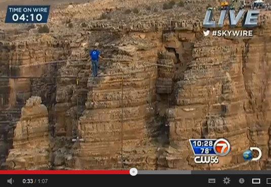 Nik Wallenda traverse le Grand Canyon avec une montre Terrascope JeanRichard au poignet gauche