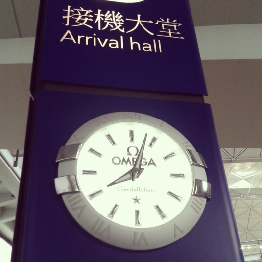 Horloge Omega Constellation à l'aéroport de Hong Kong