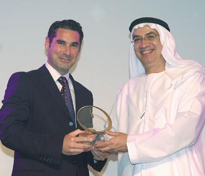 M. Hugues de Pins, Directeur Vacheron Constantin au Moyen-Orient, recevant le prix « Watch of the Year » pour la meilleure Montre Classique
