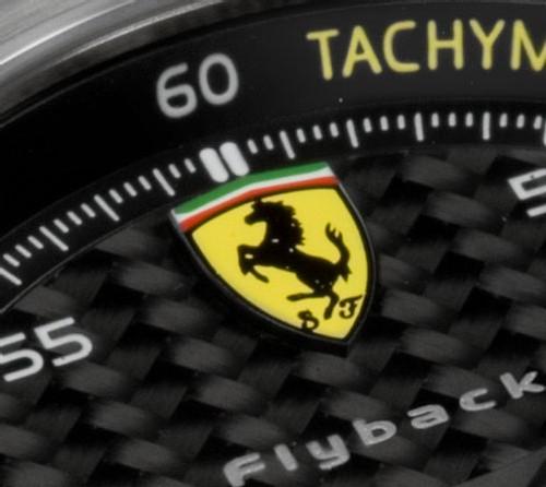 La collection Ferrari Scuderia d'Officine Panerai arbore fièrement l'écusson au cheval cabré