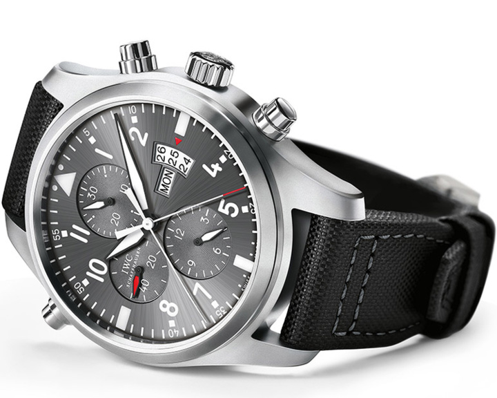 iwc une montre d aviateur double chronographe pour la patrouille suisse. Black Bedroom Furniture Sets. Home Design Ideas