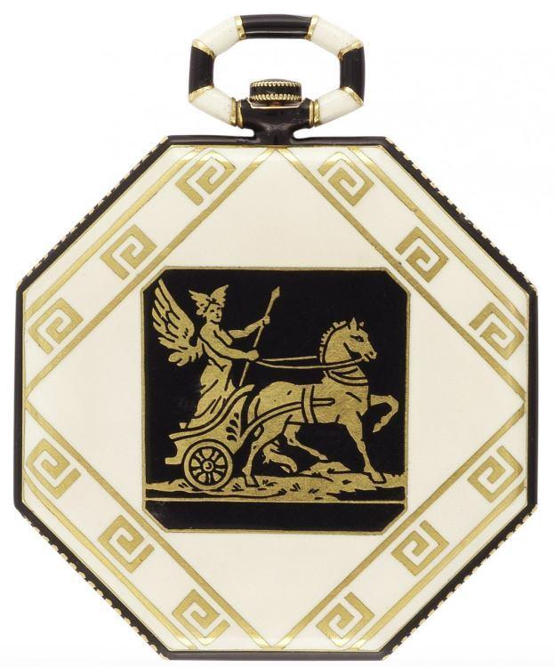 1921 - Montre de poche, or jaune et émail, sur le fond une frise de style grec avec une scène en champlevé émaillé représentant Hermès sur son char. Cadran argenté.