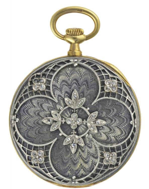 1909 - Montre-pendentif dame, or jaune, boîte en émail translucide sur fond guilloché, appliques décor floral platine et diamants. Cadran argenté.