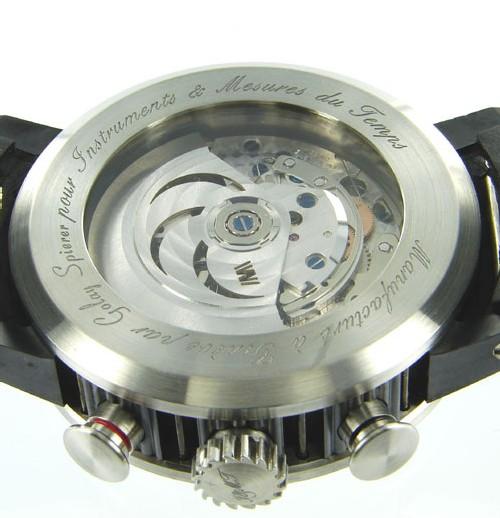 La montre « W » d'IetMT : la montre qui aime les hommes qui aiment l'aventure