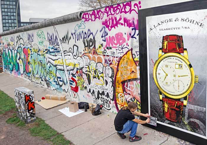 Lange & Söhne : une Lange 1 murale pour commémorer la chute du mur
