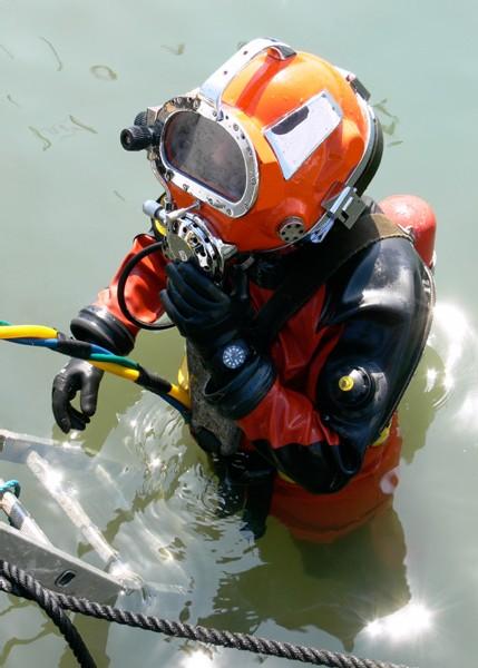 Plongeur équipé de sa BR 02 Instrument