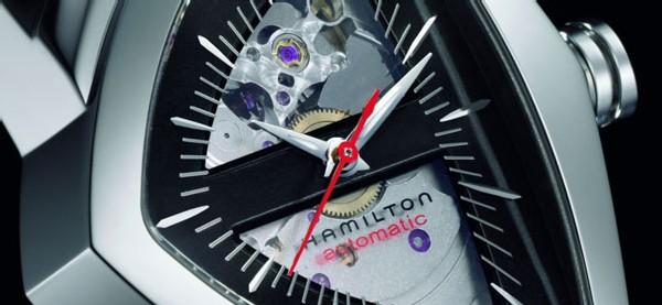 Hamilton célèbre les 50 ans de la mythique Ventura avec deux nouveaux modèles