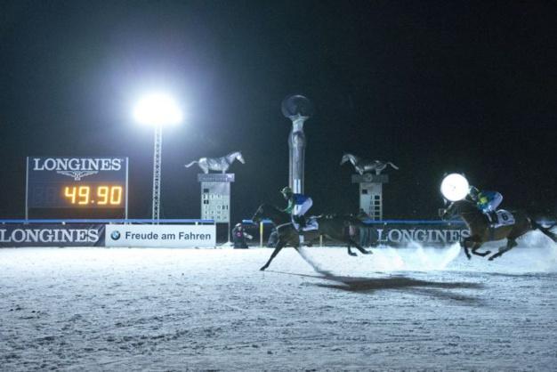 Longines : partenaire du Night Turf de St. Moritz : galops au claire de Lune