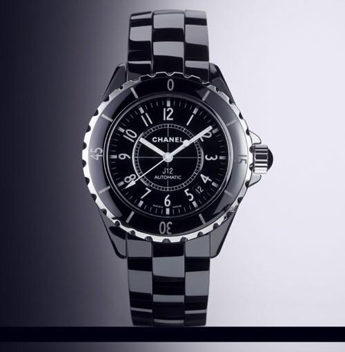 Chanel J12 en céramique noire