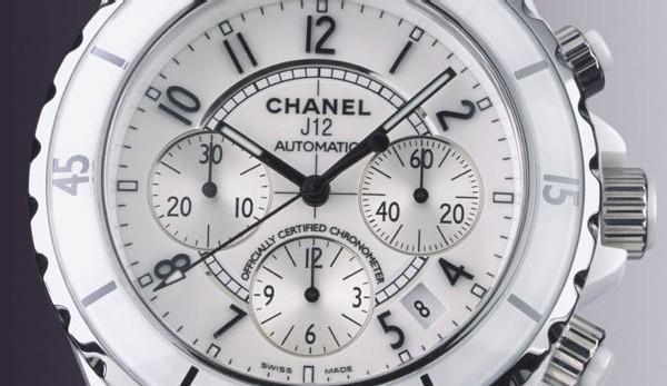 Chanel Chrono J12 en céramique blanche