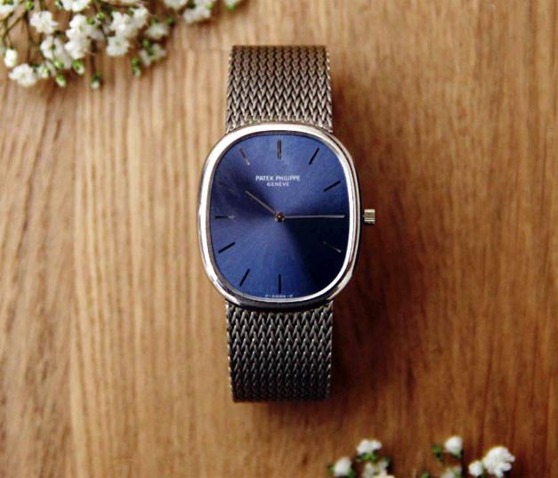 Les 5 règles d'or pour choisir une montre de fiançailles par Collector Square