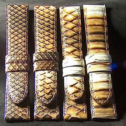 python spéciaux découpés à des endroits différents dans la peau