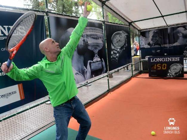 Longines : son smash bus dans les rues de Paris pendant Roland Garros 2015
