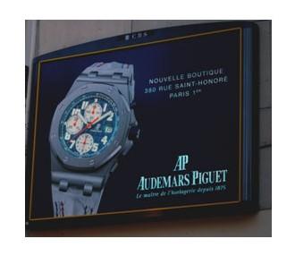 Audemars Piguet : un affichage publicitaire électroluminescent pour l'ouverture de sa boutique parisienne
