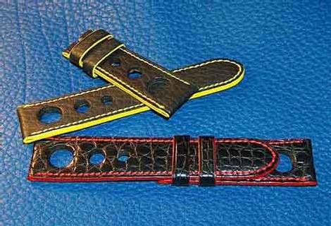 Ici, deux bracelets sports pour montre Panerai : le jaune en buffle, le noir en croco écailles rondes