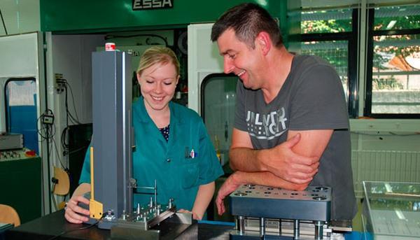 Faiseur d'étampes : un métier qui revient grâce à Vaucher Manufacture Fleurier