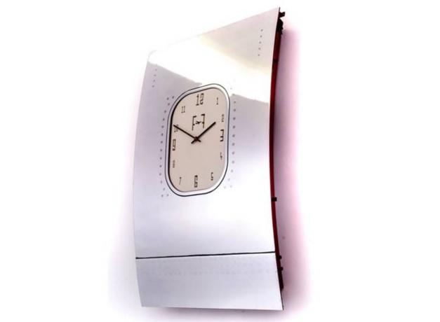 Une horloge en hublot de B747