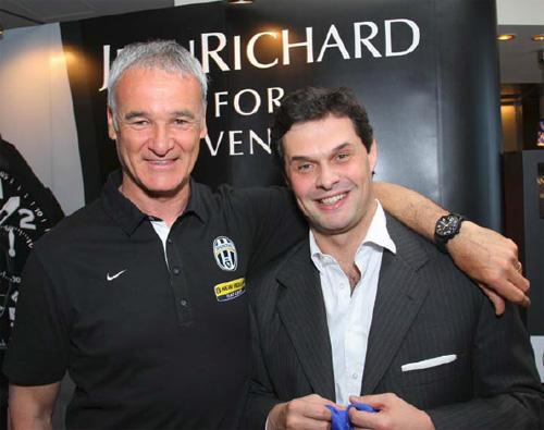 JeanRichard offre une Bressel Classic Chronograph « for Juventus » à Claudio Ranieri l'entraîneur de Turin