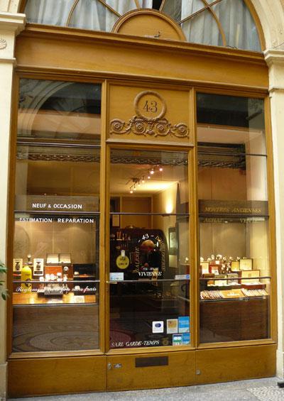 Garde-Temps : une petite boutique de montres d'occasion dans la splendide Galerie Vivienne
