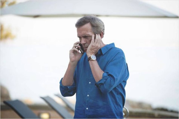 The Night Manager : Hughes Laurie porte un chrono Spitfire IWC en or rose