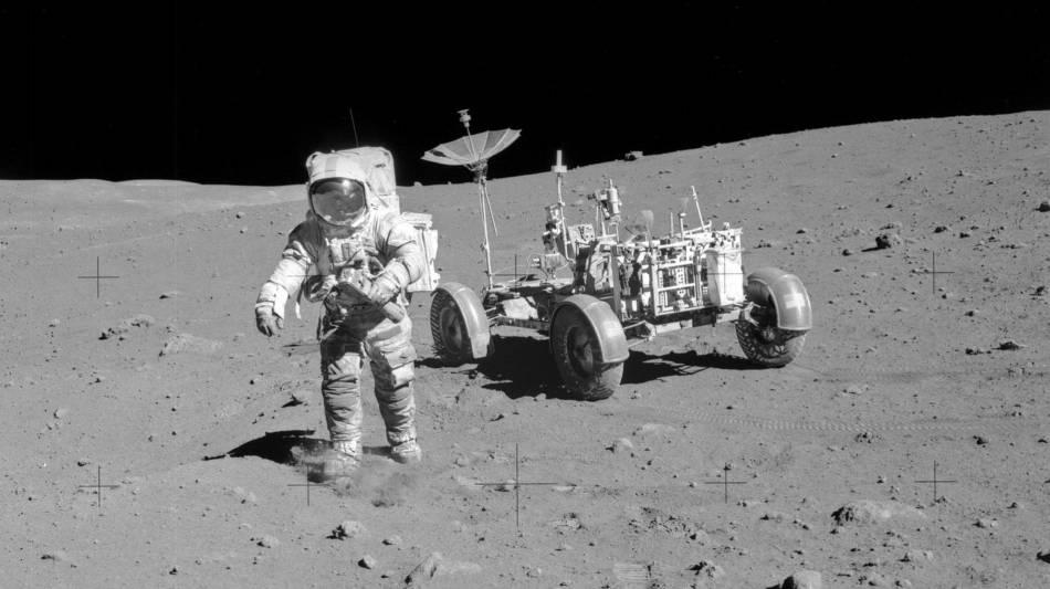 Dave Scott sur la Lune avec sa Bulova