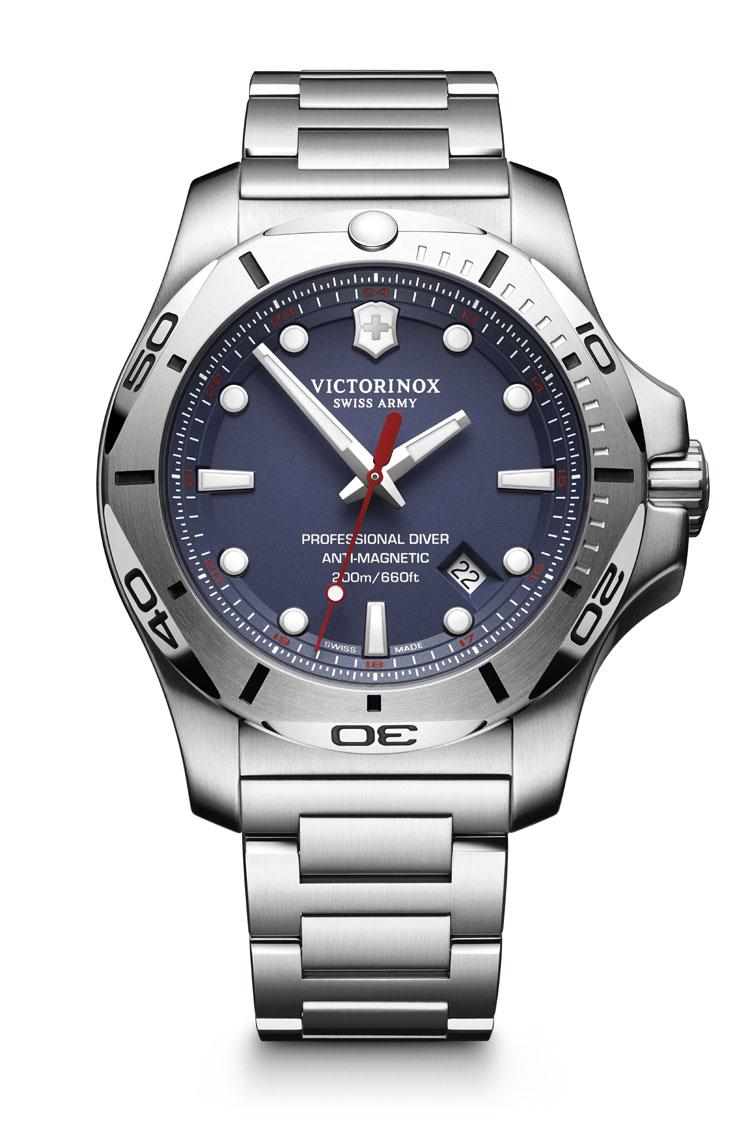 Victorinox I.N.O.X. Professional Diver : plongeuse à toutes épreuves sur bracelet acier