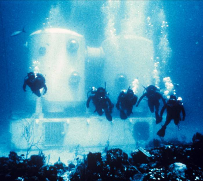 L'habitat sous-marin Tektite, dans lequel des aquanautes ont vécu pendant deux mois en 1969. Crédit: OAR/National Undersea Research Program (NURP)