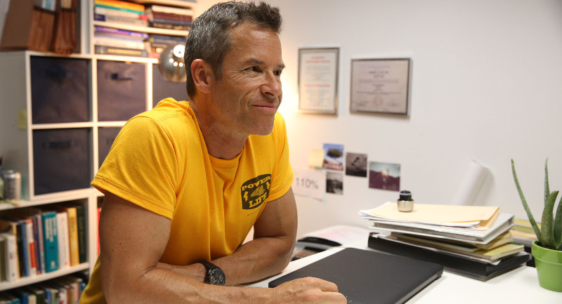 Results : Guy Pearce porte une TAG Heuer Grand Carrera Calibre 17 RS2