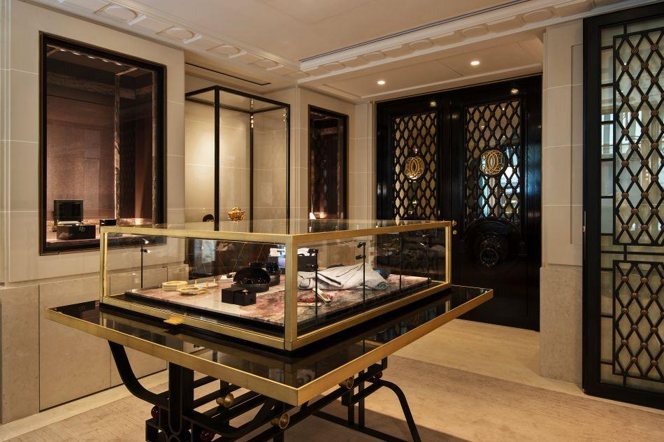 Roger Dubuis intègre le Cabinet de Curiosités de Thomas Erber au Crillon