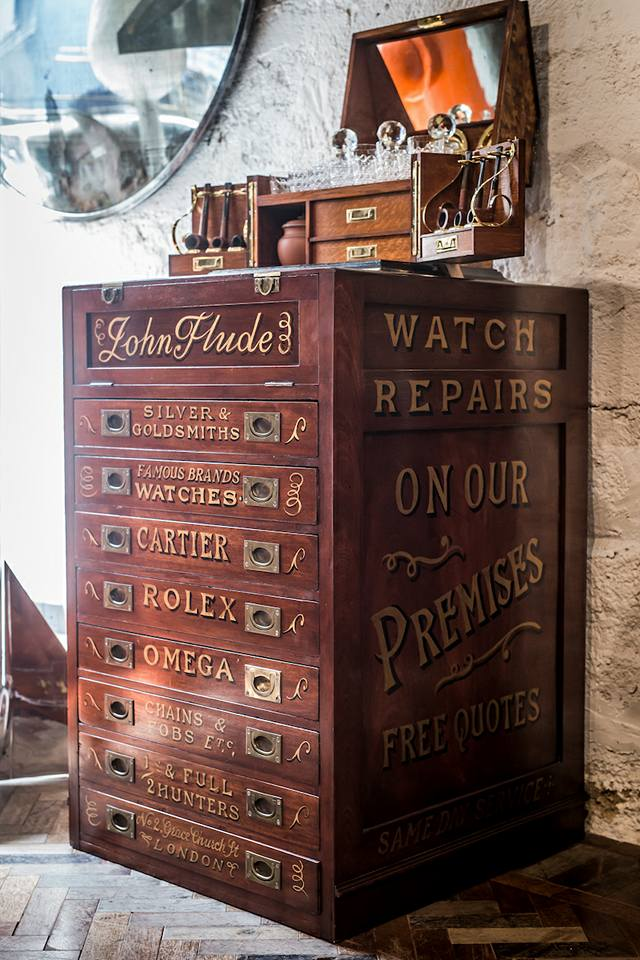 Rare : un splendide meuble d'horloger découvert à Hong Kong