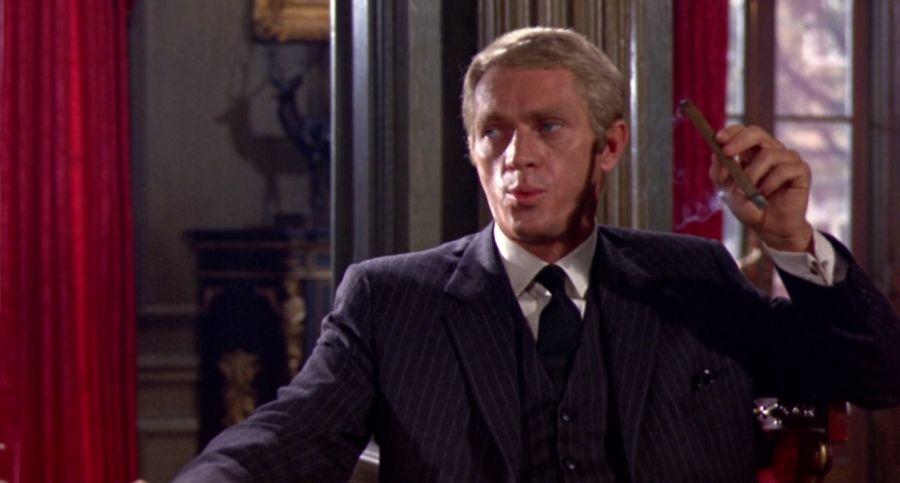 L'affaire Thomas Crown : Steve McQueen porte une Tank cintrée de chez Cartier