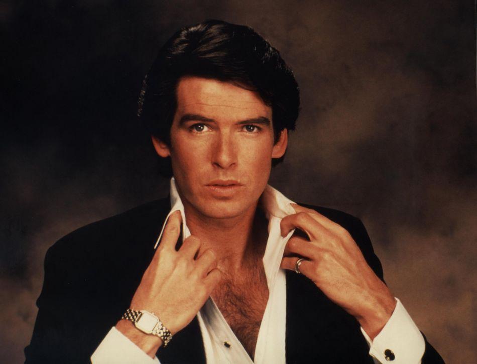 Remington Steele : Pierce Brosnan porte une Panthère en or et acier de chez Cartier