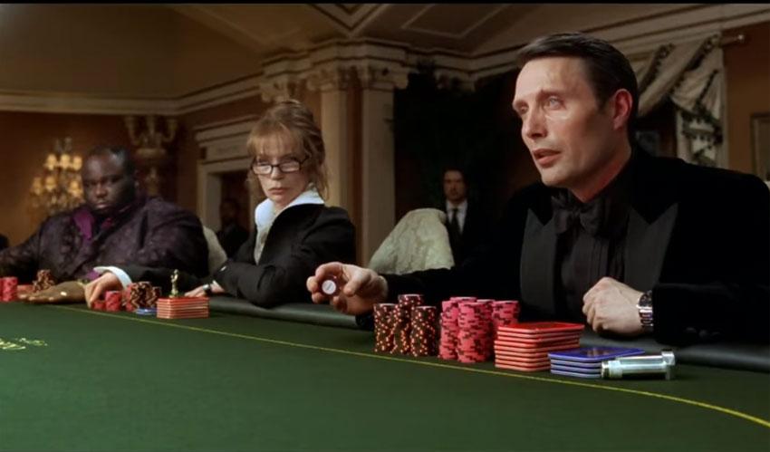 Casino Royale : Mads Mikkelsen porte un chrono Longines Evidenza en acier
