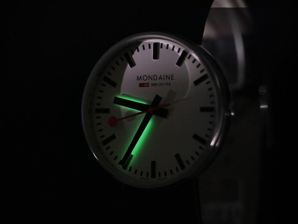Mondaine Backlight : la lumière vient du dessous !