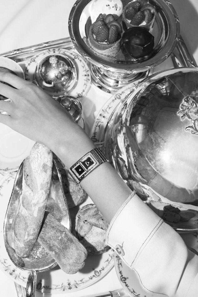 Chanel : la nouvelle campagne de com' pour la montre Code Coco