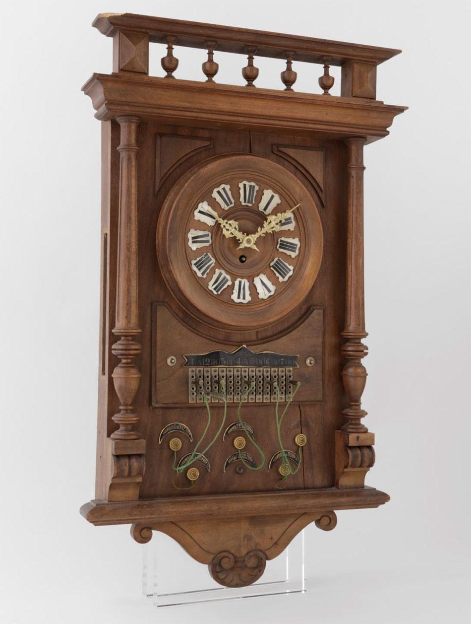 Horloge d'auberge, v. 1900 © MIH, V. Savanyu
