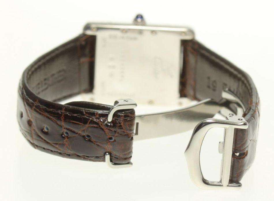 La Tank Must de Cartier : l'une des plus belles montres vintage pour femme à prix accessible