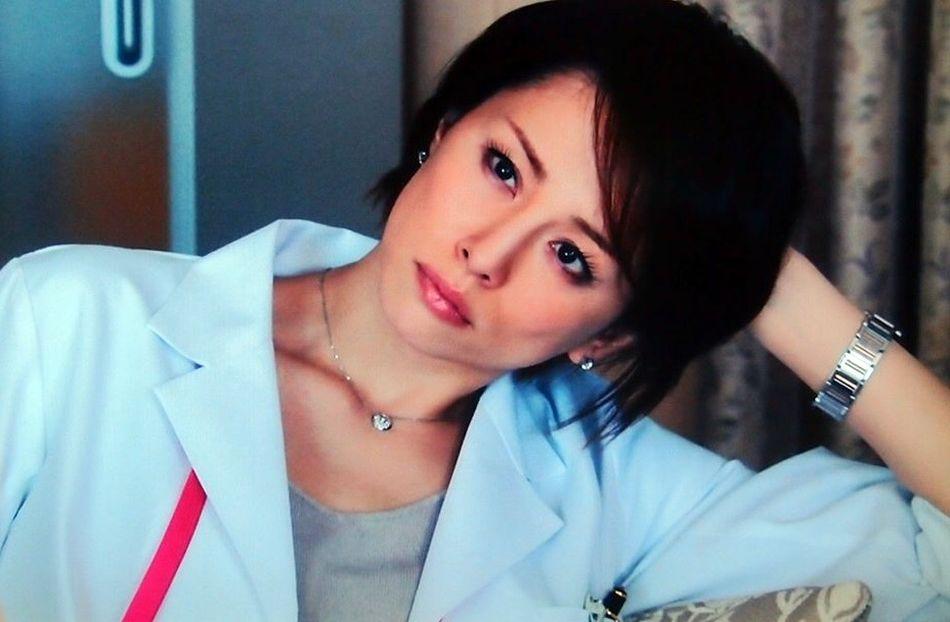 Doctor X : Ryōko Yonekura porte une Ballon Bleu de chez Cartier