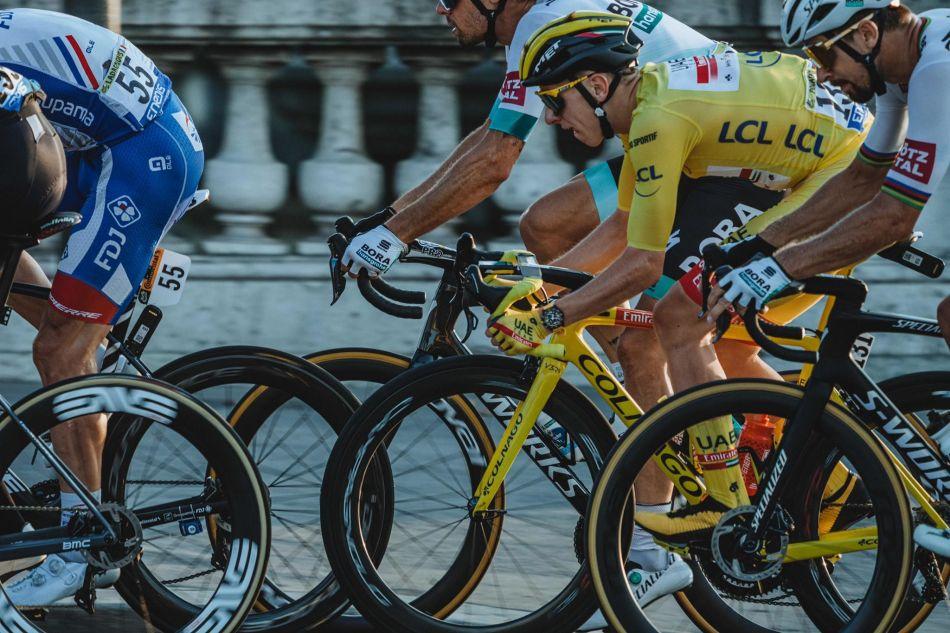 Tadej Pogacar remporte le Tour de France 2020 avec sa Breitling Endurance Pro au poignet