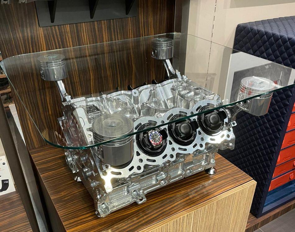 Misterchrono : une table basse dotée d'un moteur Nissan transformé en watchwinder !
