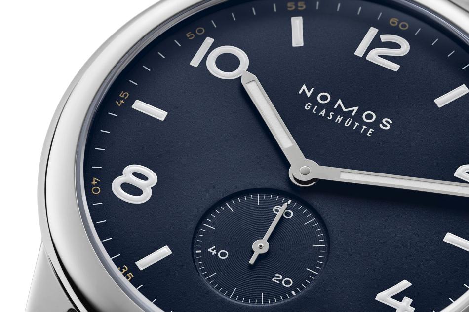 Nomos : trois nouvelles Club Automatique en noir, bleu et kaki