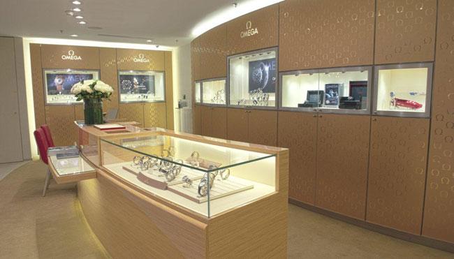 Omega : ouverture d'une boutique au Printemps du Louvre