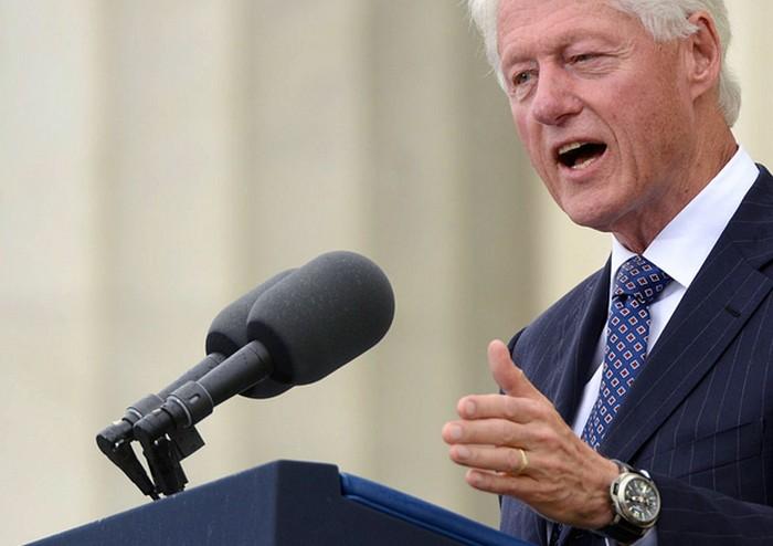 Bill Clinton et l'une de ses Luminor Panerai, DR