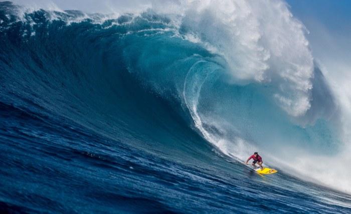 TAG Heuer : le surfeur Kai Lenny de passage à Paris choisit un chrono Aquaracer
