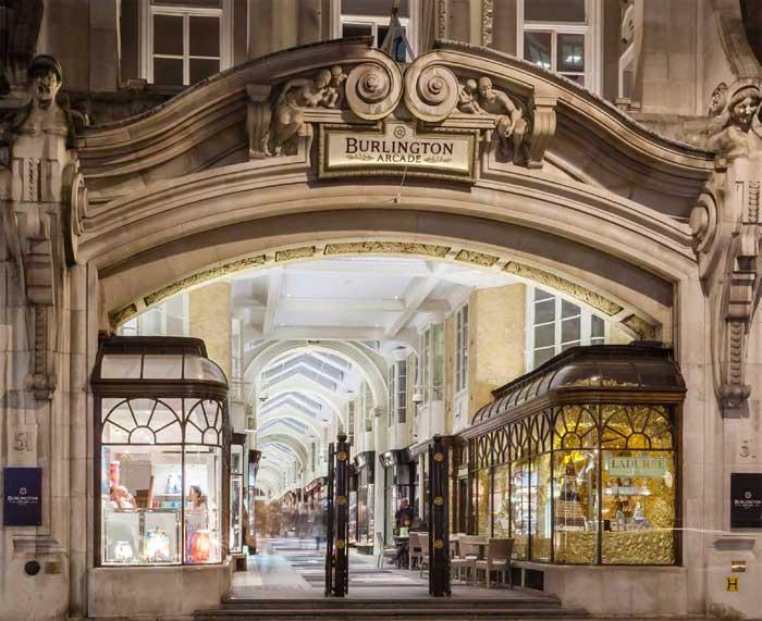 Bell & Ross s'installe à Londres dans Burlington Arcade